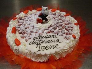 torta-charlotte-fragoline-di-bosco-per-laurea